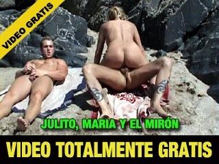 Maria JULITO y un Miron. Nos montamos este trio en una playa. Video TOTALMENTE GRATIS de 18 Minutos