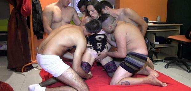 Betty Follada y Disfrutando como una PERRA con 4 Machotes mas su Novio