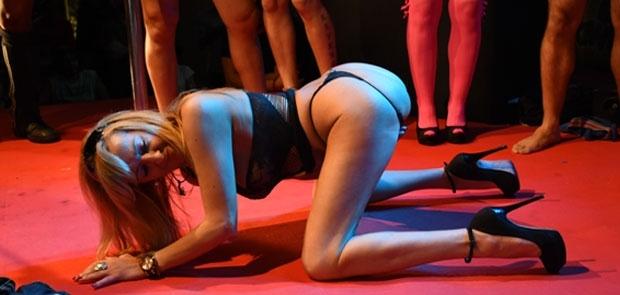 Reportaje de 54 Fotos y Video Gratis de 39 Minutos � Festival Erotico de Alicante 2015 por brunoymaria
