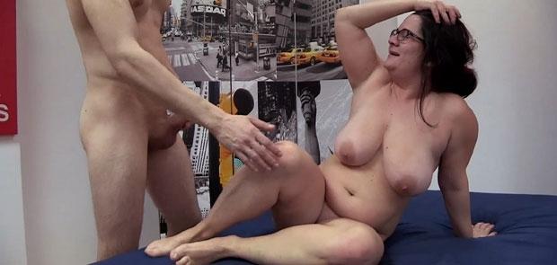 Tere 30 a�os, es la Chica de la Limpeza, se pone cachonda y...VAYA TENONES!!